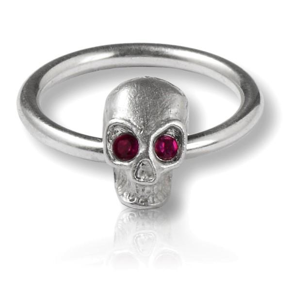 Zarter, handgemachter Silberring mit Totenkopf - idealer Begleiter fuer dein rockiges Outfit!