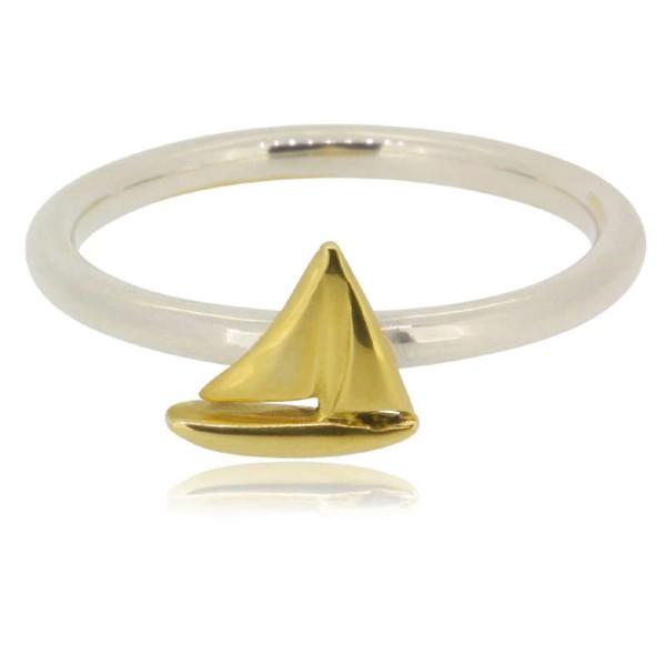 toller Ring mit kleinem Segelschiff aus 585 Gelbgold