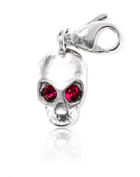 Unser Silber Charm Totenkopf mit außergewöhnlichen Augen passt super zu deinem rockigen Casual Outfit!