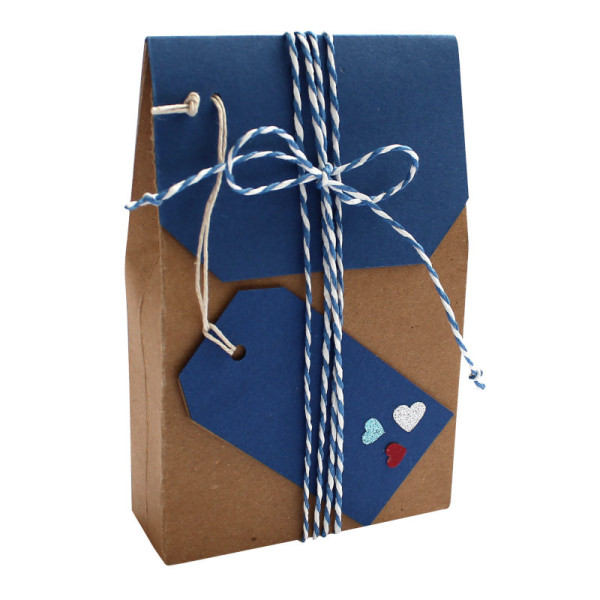 Stilvolle Geschenkverpackung mit Herzen fuer maritimen Schmuck